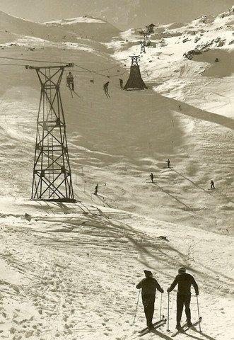Foto histórica del primer telesilla de Candanchú